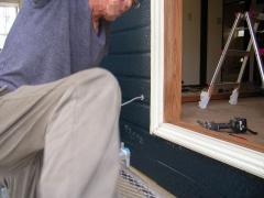 外壁に防水コンセント増設工事を始める