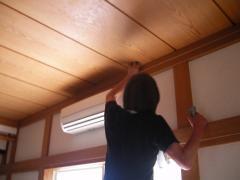 エアコンのためのコンセントを天井に付けます