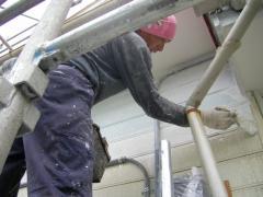 下地塗装を塗っているところのアップ