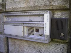 塀に付いている既存のポストとインターフォン