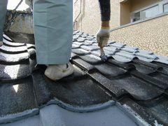 屋根の端っこからプライマー塗装