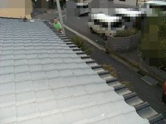 屋根の端っこだけ手塗りで塗装