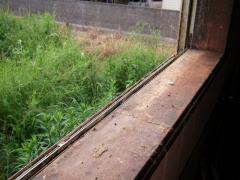窓枠汚れ、右側