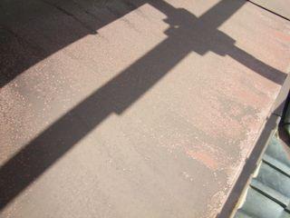 庇の鉄板が錆びている